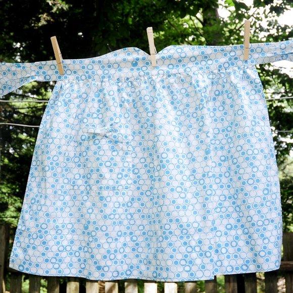 VTG Cotton Hostess Apron Turquoise & White Circles